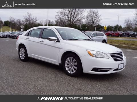 Pre-Owned 2014 Chrysler 200 4dr Sedan Limited