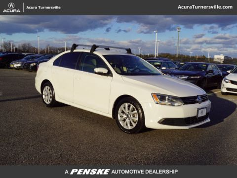 Pre-Owned 2013 Volkswagen Jetta Sedan 2.5L SE Convenience